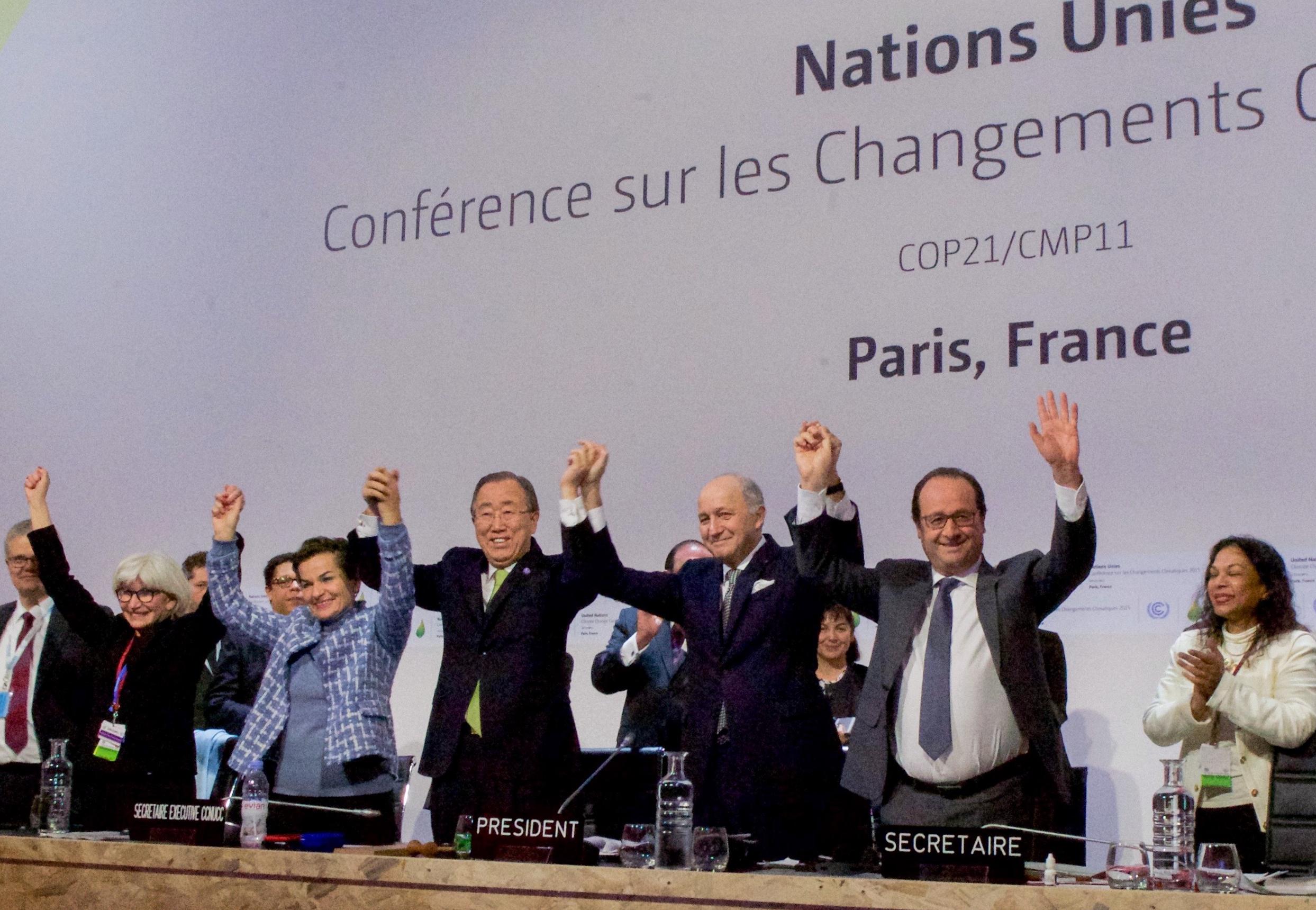 Paris_agreement_Dec2015